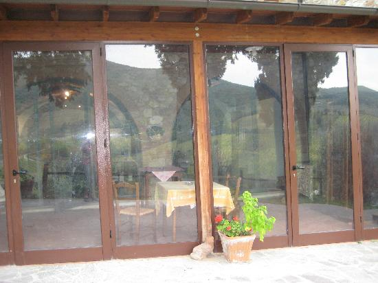 Podere Montese: glass doors open to patio
