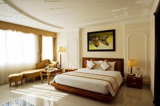 Tan Hoang Long Hotel: Luxury Master Room