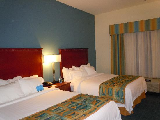 Fairfield Inn & Suites Boise-Nampa: beds were pretty comfy!