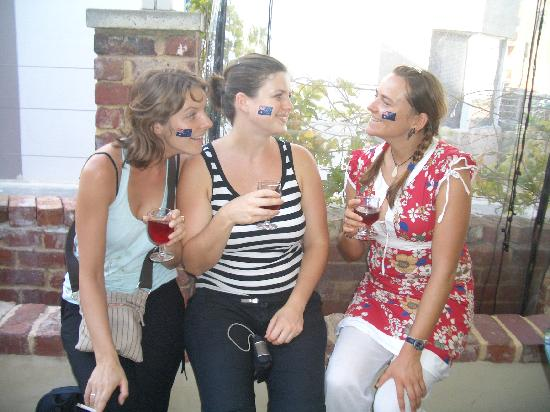 One World Backpackers: Aust Day Girls