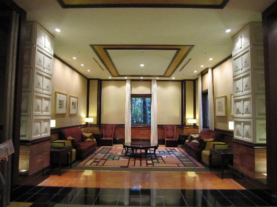 Mito Plaza Hotel : 廊下脇の休憩スペース(1)