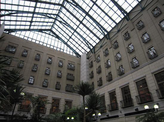 Mito Plaza Hotel : 贅沢な室内空間、アトリウム
