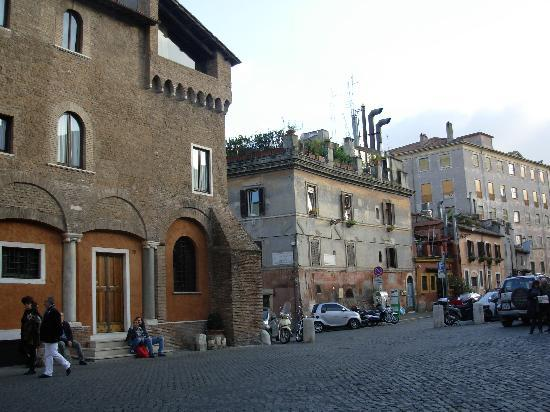 Hotel San Francesco: One of the many beautiful buildings to admire in Trastevere