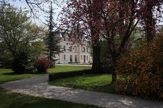 Castel Morin: Le parc au printemps