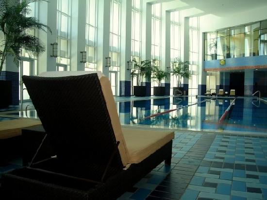 The Ritz-Carlton, Doha: indoor pool