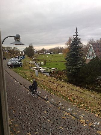 Hotel T Jagershuis: Parking lot and view over Polder landscape