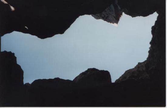 Marsalforn, Malta: Ouverture de la grotte dans la falaise
