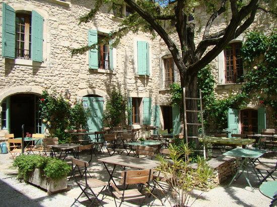 Оппед, Франция: Terrasse du Petit Café