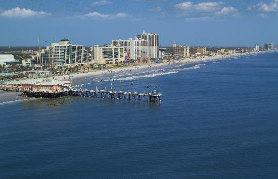 Aerial view of Daytona Beach and the pier