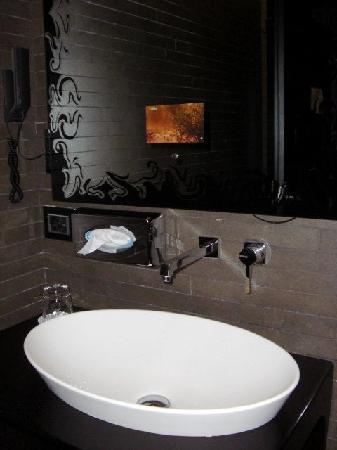 Hotel Palazzo Barbarigo Sul Canal Grande: Image TV incrustée dans le miroir sdb