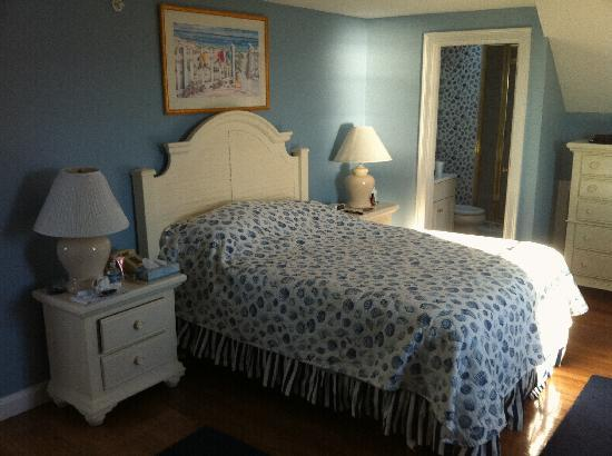 Beachside Village: Master Bedroom in 2 Bedroom Deluxe
