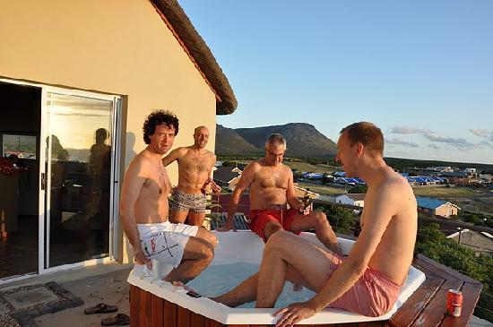 The Roundhouse Guesthouse: roundhouse jacuzzi