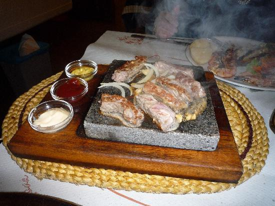 Adega Nova : Steak on a hot stone