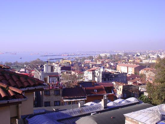 Dara Hotel Istanbul: Panorama dalla terrazza/sala colazione