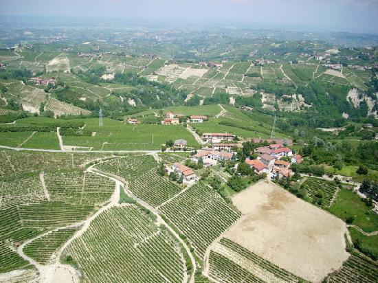Agriturismo Ca Trinche: Sicht auf Dornere mit dem Agrisurismo CaTrinche