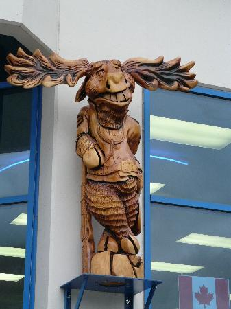 Lordco Moose Woodcarving