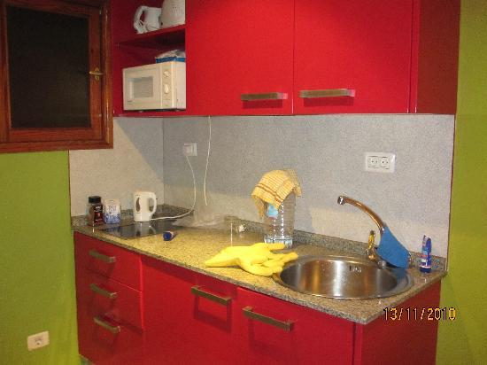 Niza Apartments: kitchen area