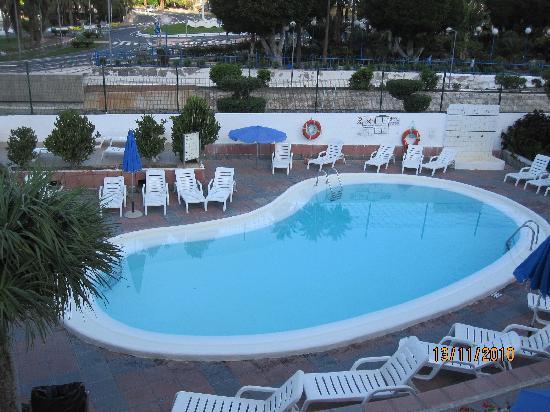 Niza Apartments: swimming pool