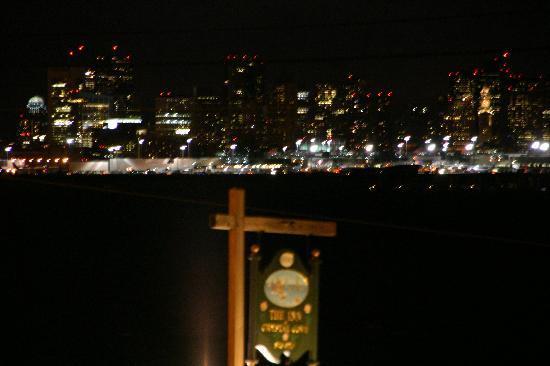 The Inn at Crystal Cove: Aussicht auf den Hafen und die Skyline von Boston