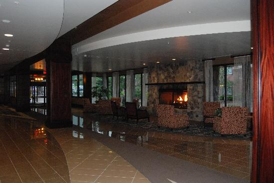 Seven Feathers Casino Resort: lobby