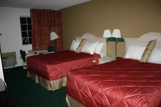 Ramada Medford Hotel and Conference Center: Room with 2 Queen Beds, you can see the small tear on the bedspread