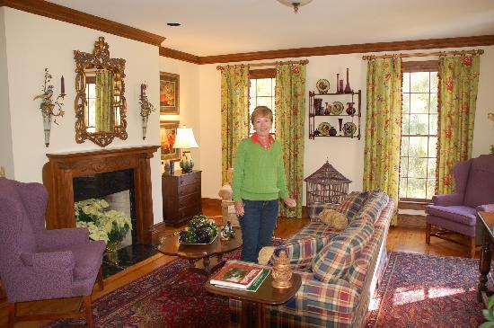 Emma's Cottage House : Emma's living room