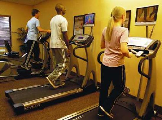 Hampton Inn & Suites Carlsbad: fitness room