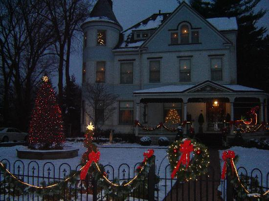 The Victorian Lady Bed & Breakfast: Decked out for the Holidays