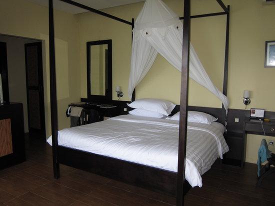 Lembeh Resort: Bed in room