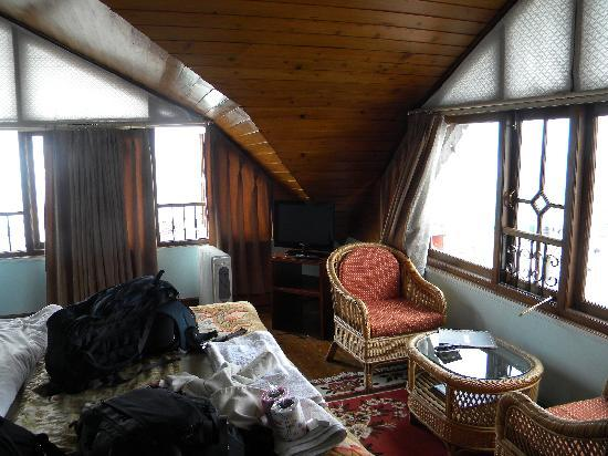 Shangrila Regency : Attic Room