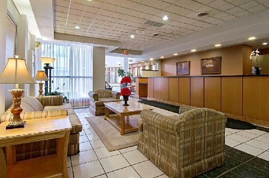 Ramada Cortland Hotel and Conference Center: Lobby