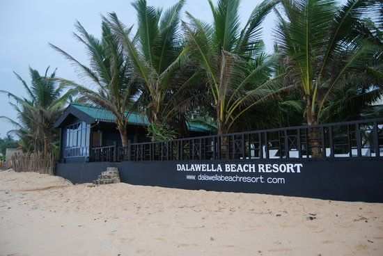 Dalawella Beach resort sea side access
