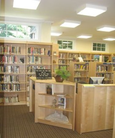 Holocaust Memorial & Tolerance Center of Nassau County: Louis Posner Memorial Library