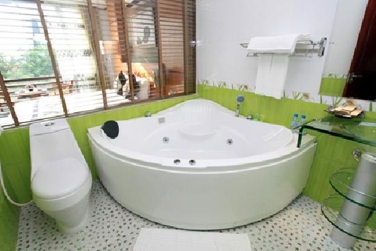 Silver Boutique Hotel : Bathroom in Deluxe/Suite