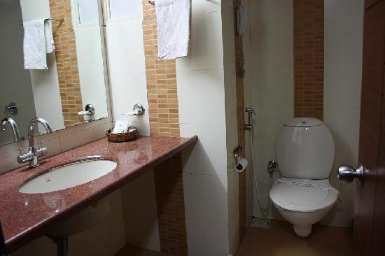 Platinum Inn Hotel: Bathroom