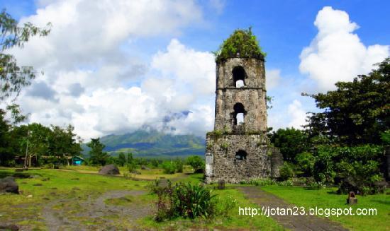 Legazpi, Philippines : Cagsawa Ruins