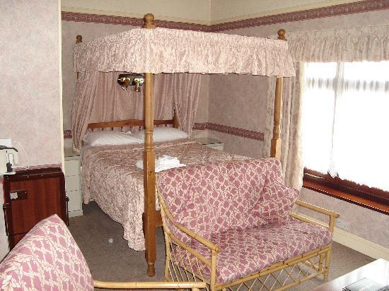 Bridgemary Manor Hotel : The four Poster Room