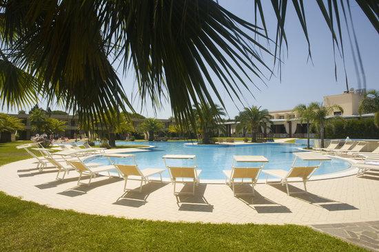 Minerva Resort Hotel: outdoor pool