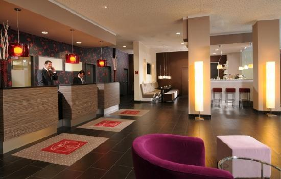 Leonardo Hotel Berlin: Reception & Lobby