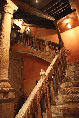 Hotel Pausania: beautiful staircase but might be potentially lethal if you lost your step