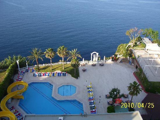 Antalya Adonis Hotel : bahçe görüntüsü