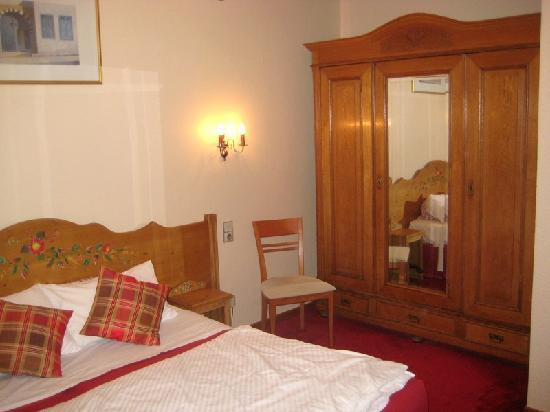 Hotel Du Parc : Chambre (1er étage)
