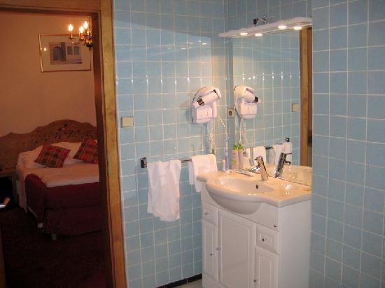 Salle de bain (70's mais spacieuse)