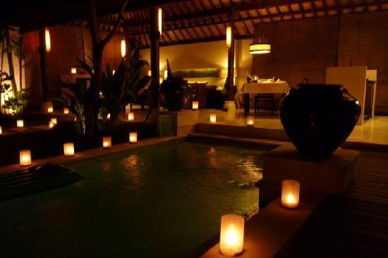 Villa Air Bali Boutique Resort & Spa: romantic dinner setting
