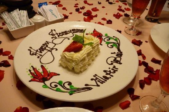 Villa Air Bali Boutique Resort & Spa: The honeymoon cake..