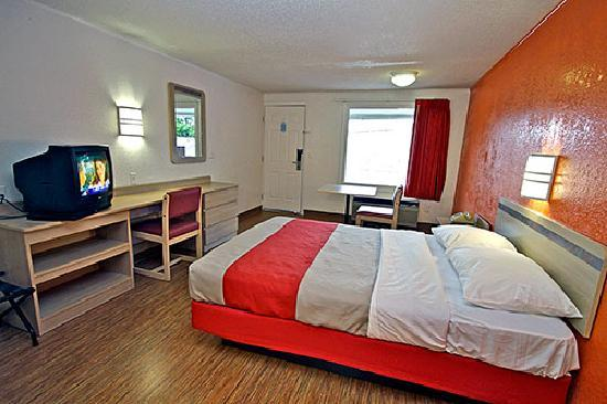 Motel 6 Kalamazoo: Guest Room w/ 1 Queen