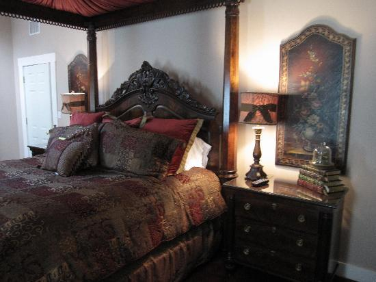 Victorian Mansion Bed & Breakfast: Last year we stayed in the Master Suite, also lovely and amazing!