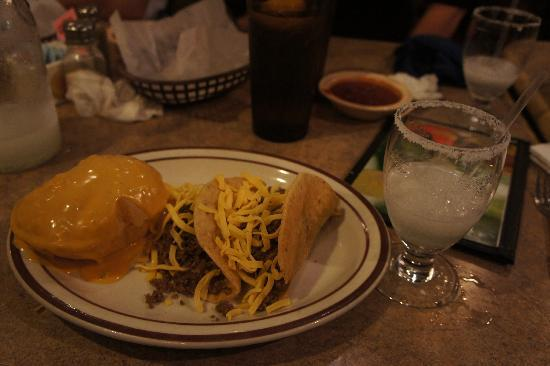 Casa Manana Mexican Restaurant: 2 tacos and a queso puff!