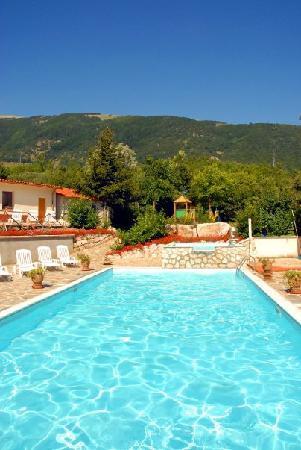 Villetta Barrea, Włochy: la piscina dell'hotel degli olmi
