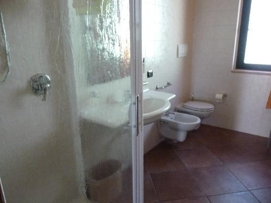 il Melograno : bathroom confortable and big